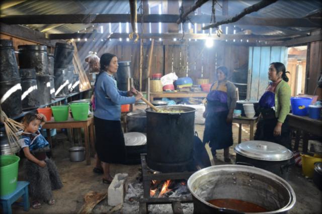 Three Tzotzil women and a little girl preparing a meal for over 100 persons at a public forum organized by Luz y Fuerza del Pueblo - La Candelaria, San Cristóbal de las Casas, Chiapas. December 2016.